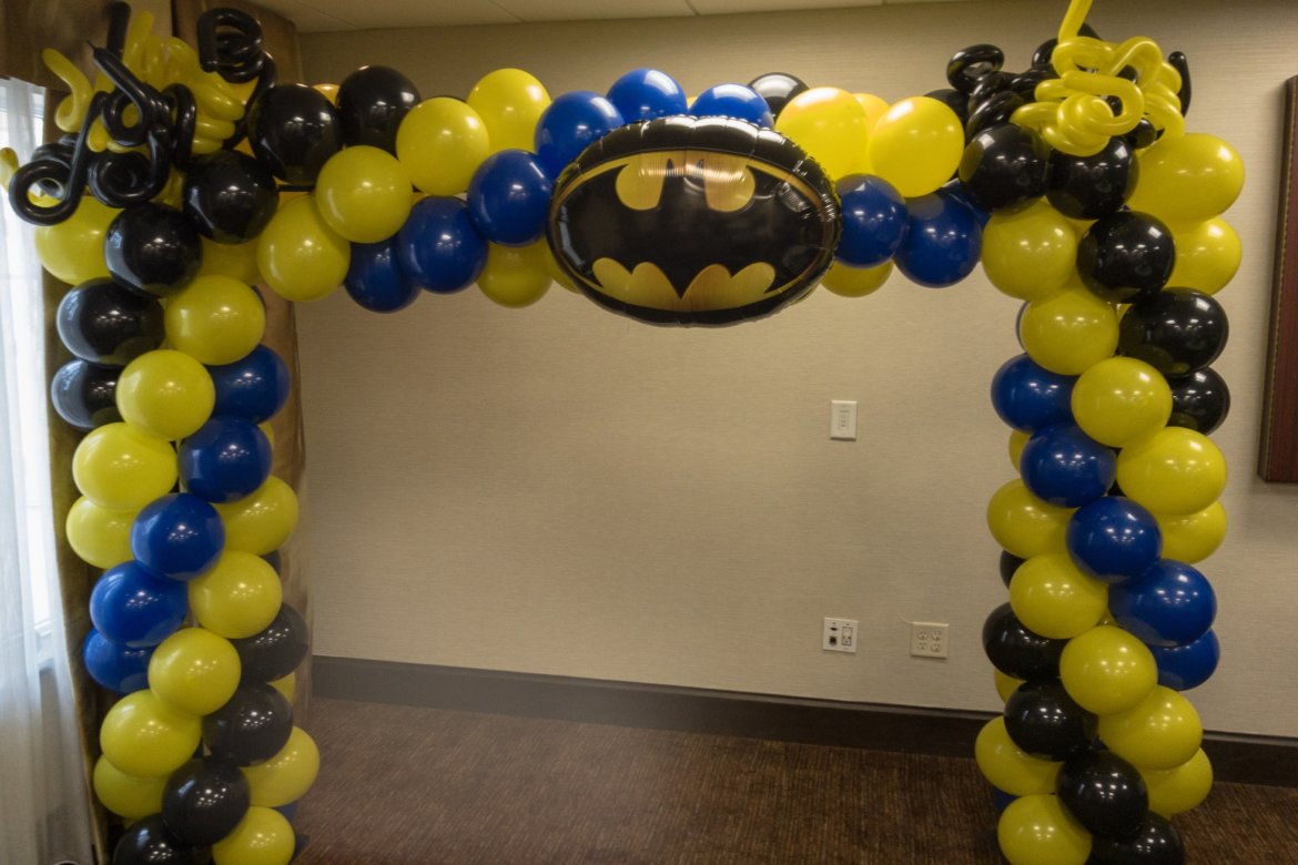 "balloon decorator - Balloon Arch - ""Batman"" themed"