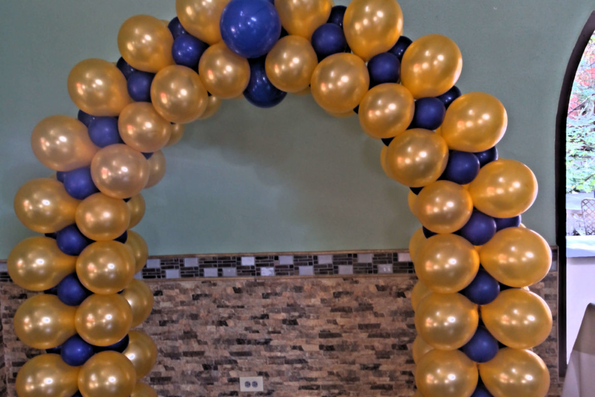 High School reunion; balloon decorator; balloon arch in school colors