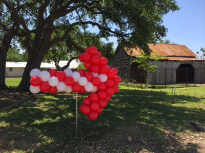 balloon decor: balloon decorated - balloon directional arrow; Red and White
