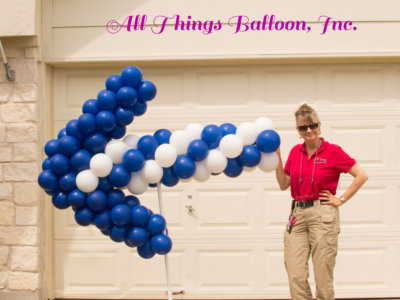 balloon decor - balloon directional arrow