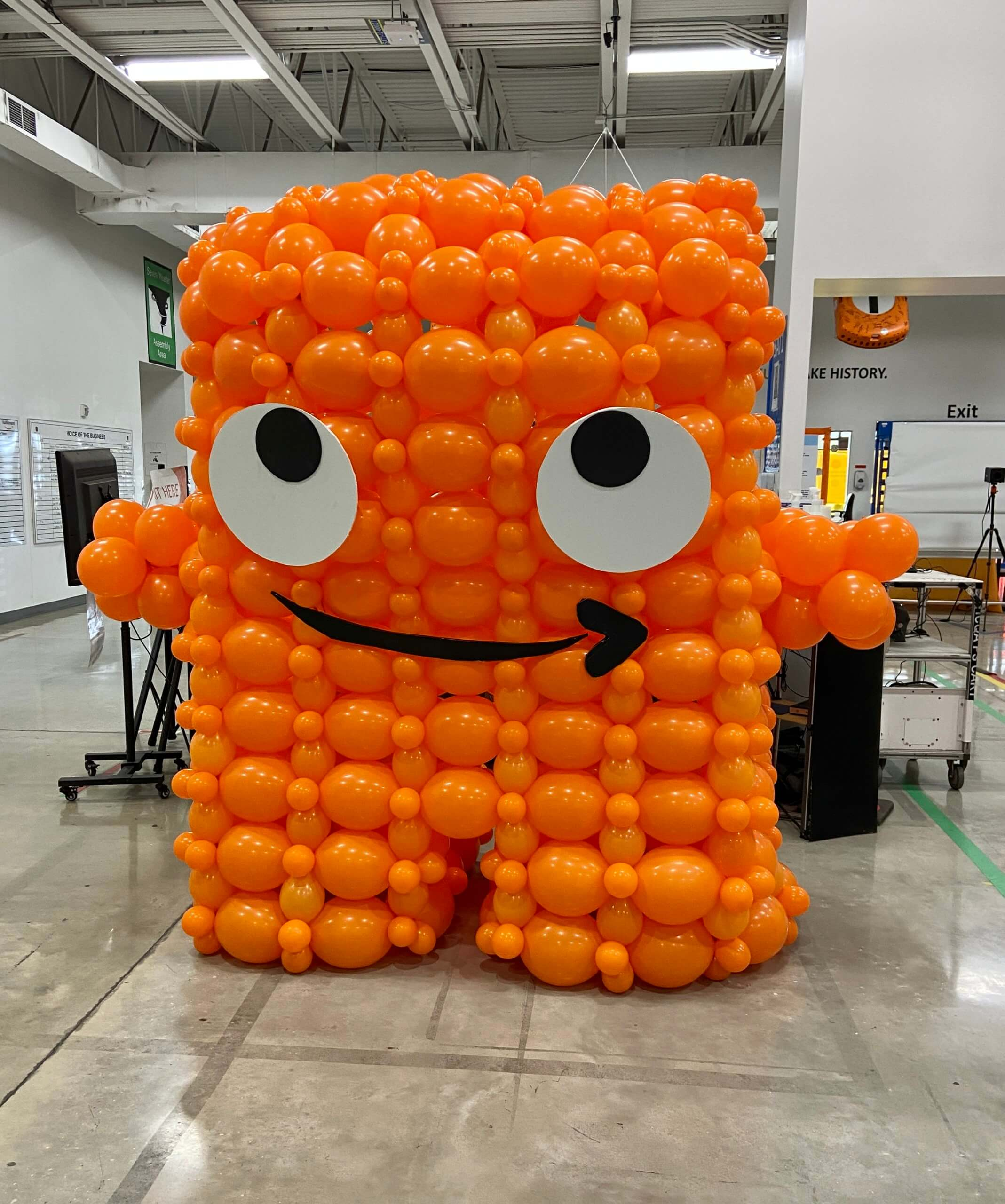 Balloon version of Amazon.com mascot