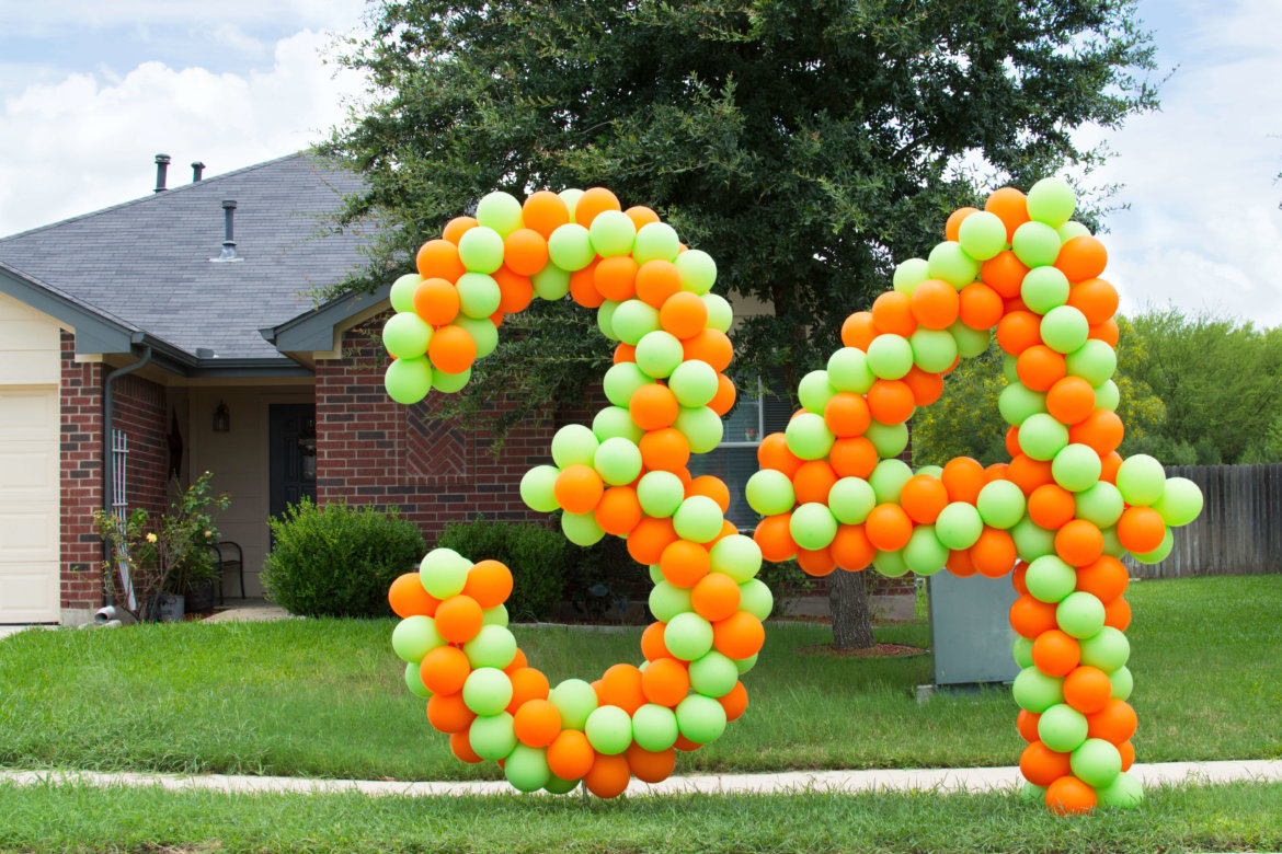 "balloon decor - lawn number ""3"" and ""4"""