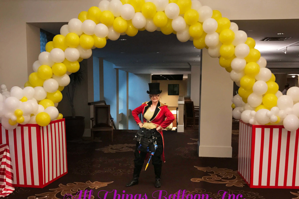 balloon decoration - popcorn themed balloon arch